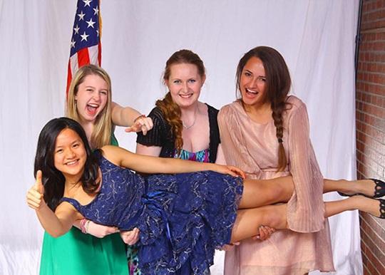 Educatius学生欢庆即将在美国生活的第二年