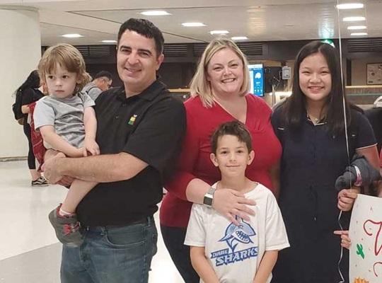 Học sinh quốc tế đến từ Trung Quốc và gia đình bản xứ người Mỹ