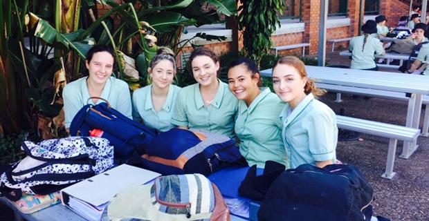 jenter med skoleuniform i Australia