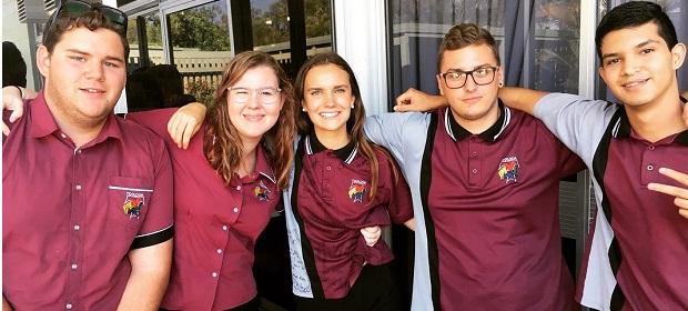 studenti locali ed exchange student internazionali in divisa della scuola australiana