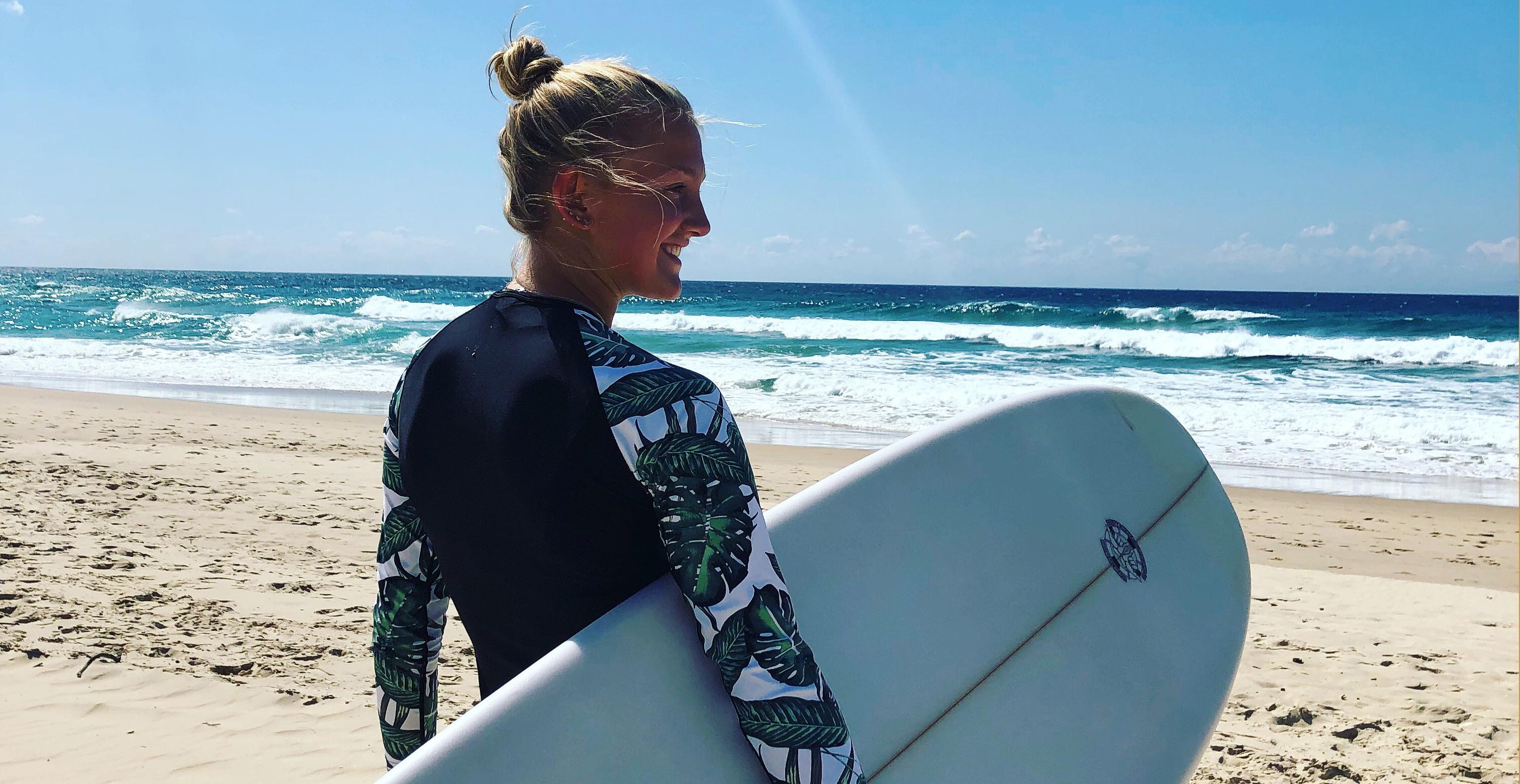 Utvekslingsstudent surfer i australia