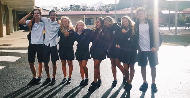 australske elever i skoleuniform