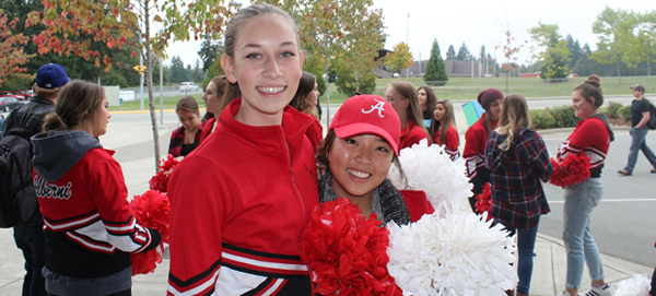Exchange student vestita da cheersleader