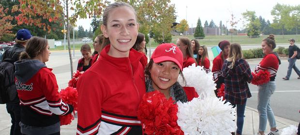 jenter i cheerleadning klær