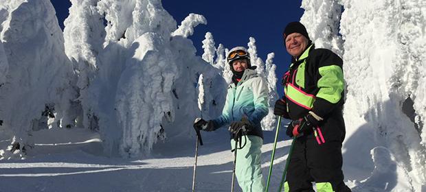 På skitur med vertsfamilien