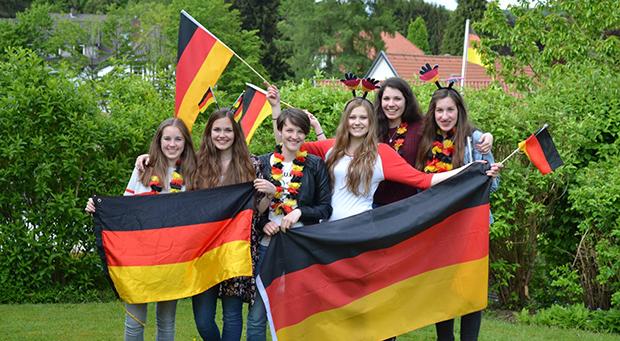 ungdommer med tysk flagg