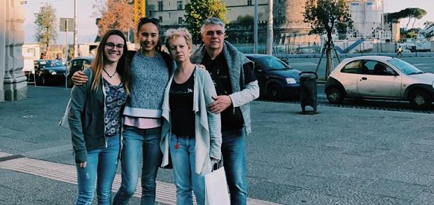 Utvekslingsstudent sammen med vertsfamilien i Italia