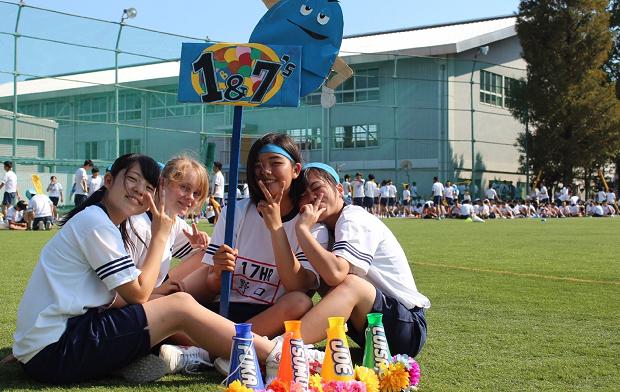 utbytesstudenter i japan på skolans campus