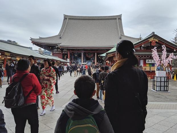 Japanilainen isäntäperhe Asakusassa