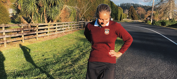 Utvekslingsstudent med skoleuniform i New Zealand