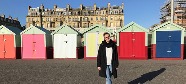 Exchange student in spiaggia a Brighton