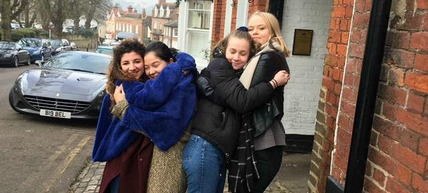 Utvekslingsstudenter med vertsfamilien i England