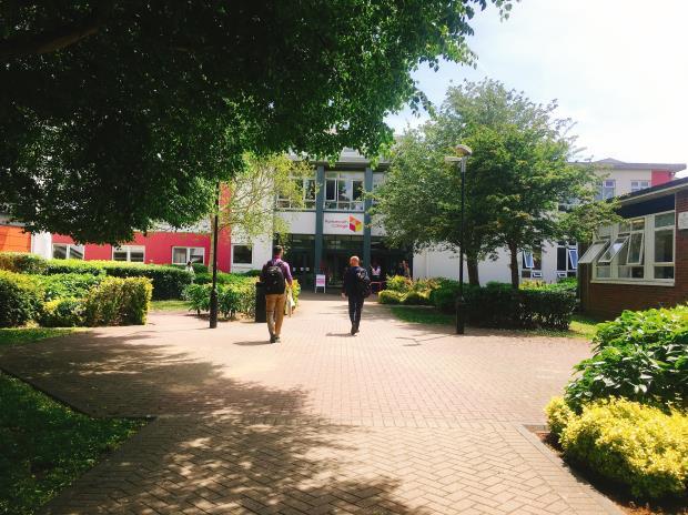 Skolegården på Portsmouth College