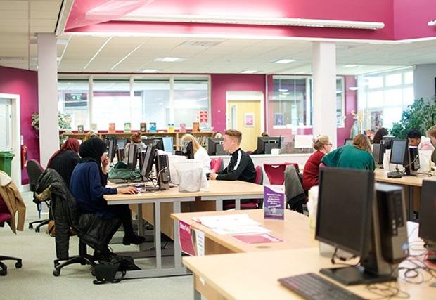 Datasal på Portsmouth College