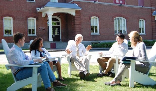 Utomhuslektion på en internatskola i USA