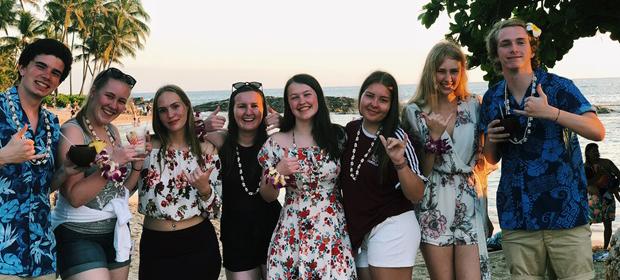 En gruppe utvekslingsstudenter på Hawaii