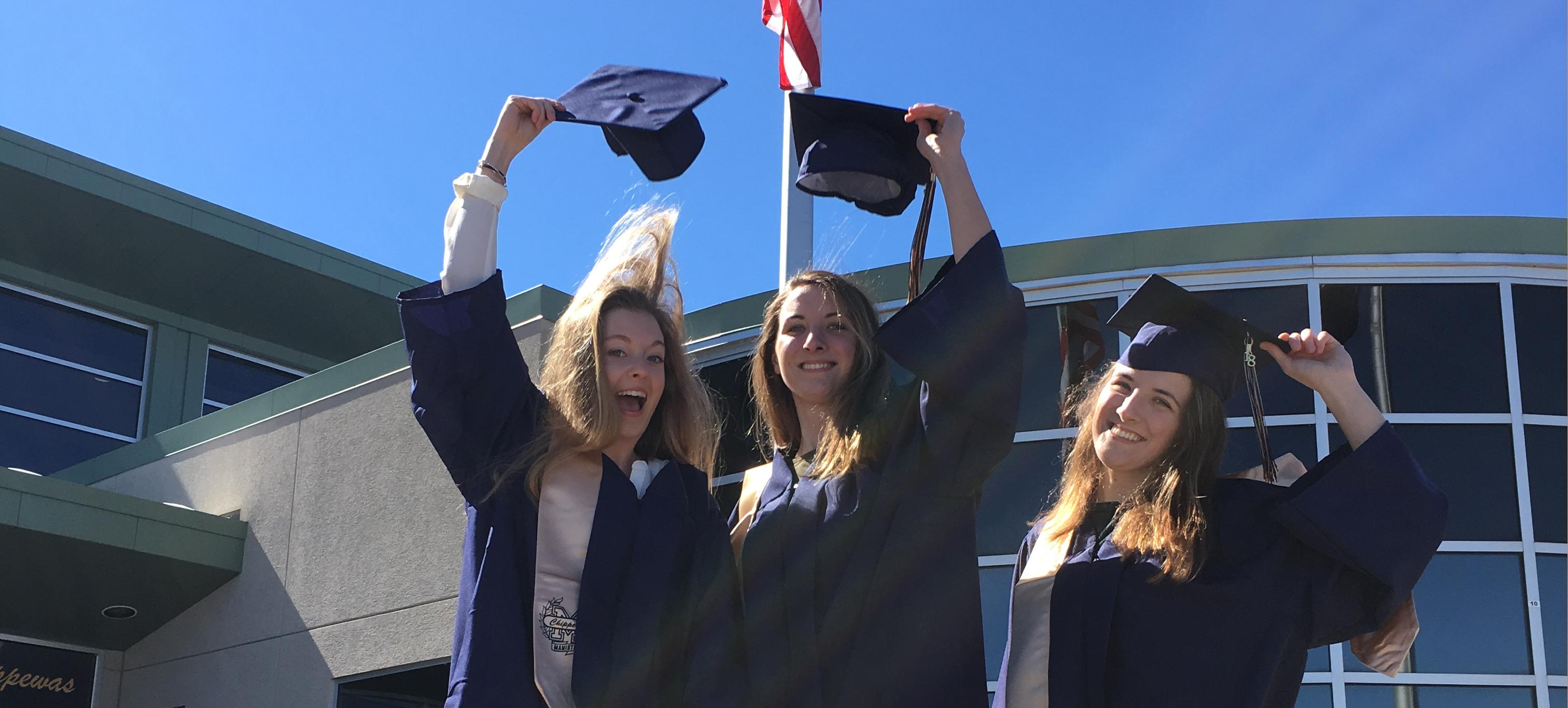 Exchange student festeggiano il Diploma Americano