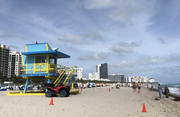 Hengenpelastajien koppi floridalaisella rannalla