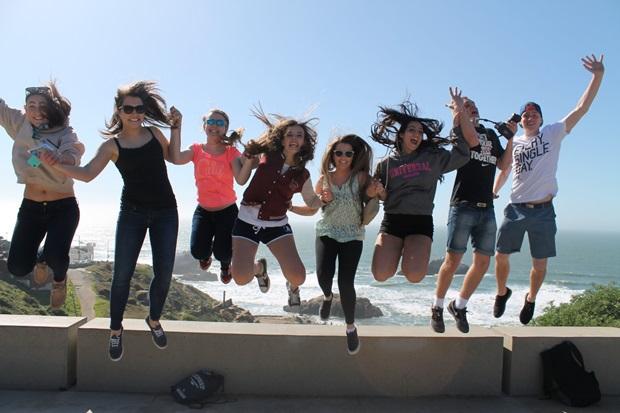 Utbytesstudenter tar ett glatt hopp på resa i Kalifornien