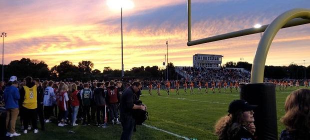 la partita di football è uno dei classici momenti high school spirti durante l'anno all'estero in USA