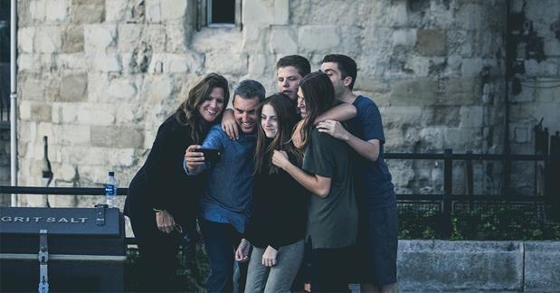 Værtsfamilie med udvekslingsstuderende i de nordiske lande