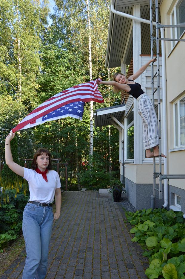 Vaihto-oppilas kaverin kanssa Suomessa