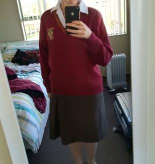 Vaihtarin uusiseelantilainen koulupuku villapaidalla