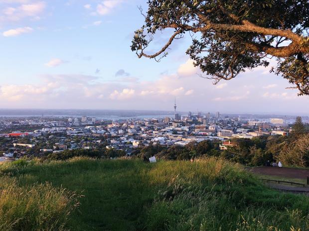 vakker utsikt over by i New Zealand