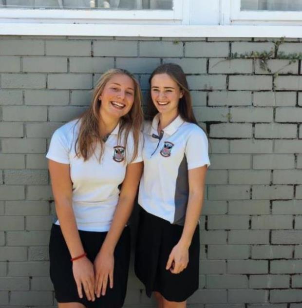 Astrid med skoleuniform