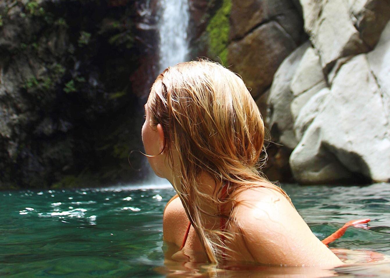 Jenny bader på øya Réunion