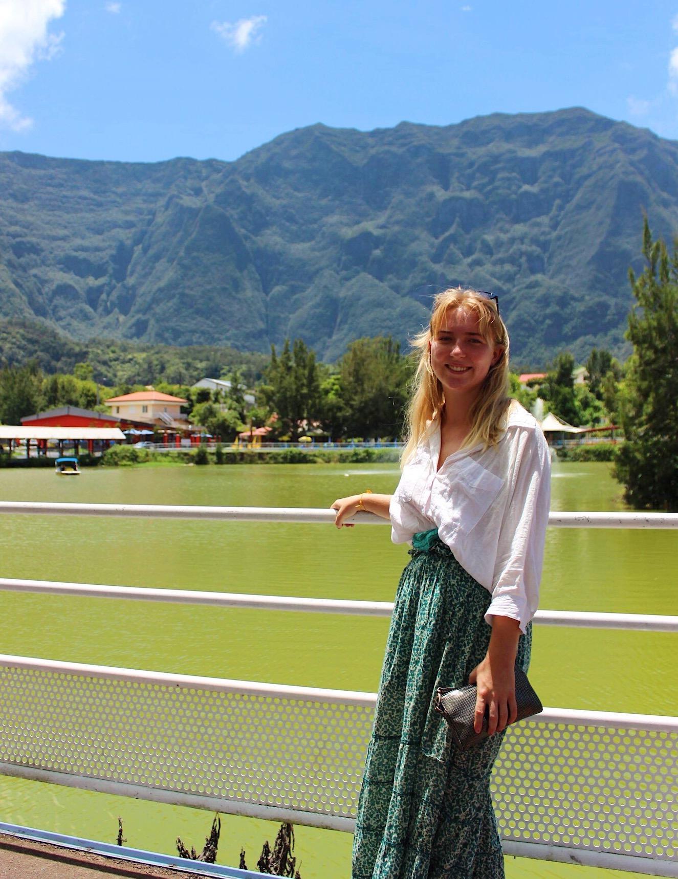 Jenny i vakker natur på Réunion