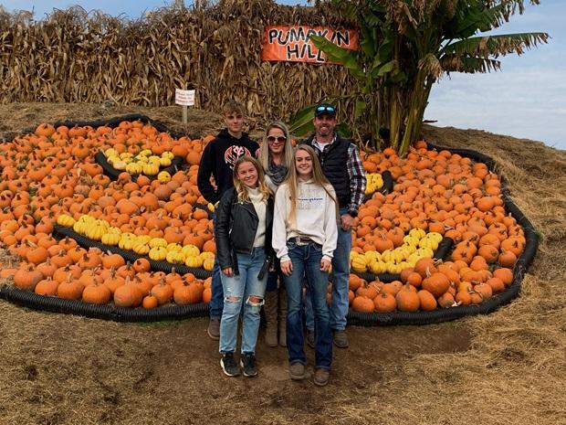 Host family pumpkin farm Oregon