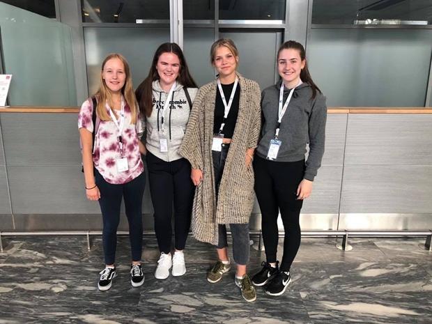 Jenter på flyplass