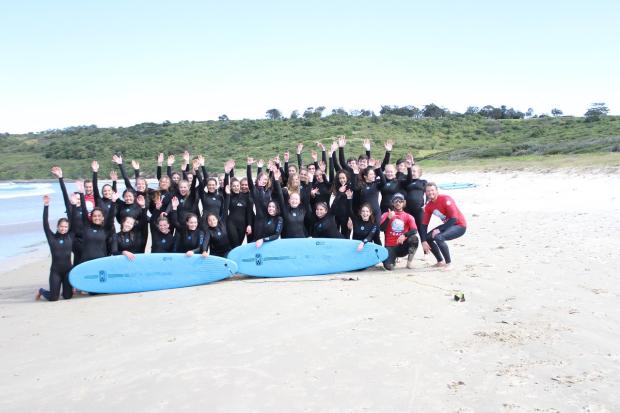ungdommer som surfer i Sydney