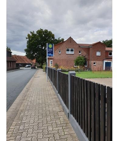 En gate i et boligfelt i Tyskland