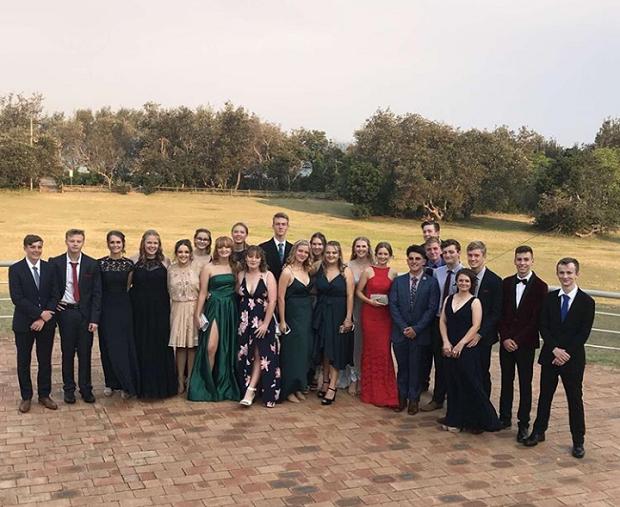 Gruppbild på formal i Australien