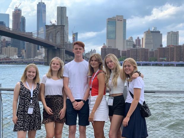 gruppbild på utbytesstudenter i New York