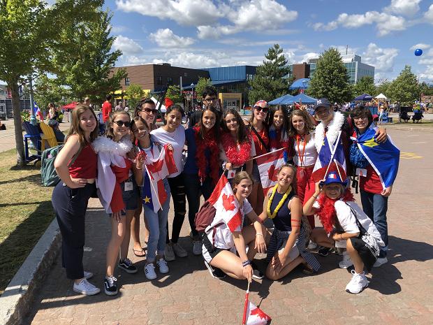 Gruppbild på utbytesstudenter i Kanada