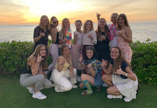 Gruppbild vid solnedgång Hawaii