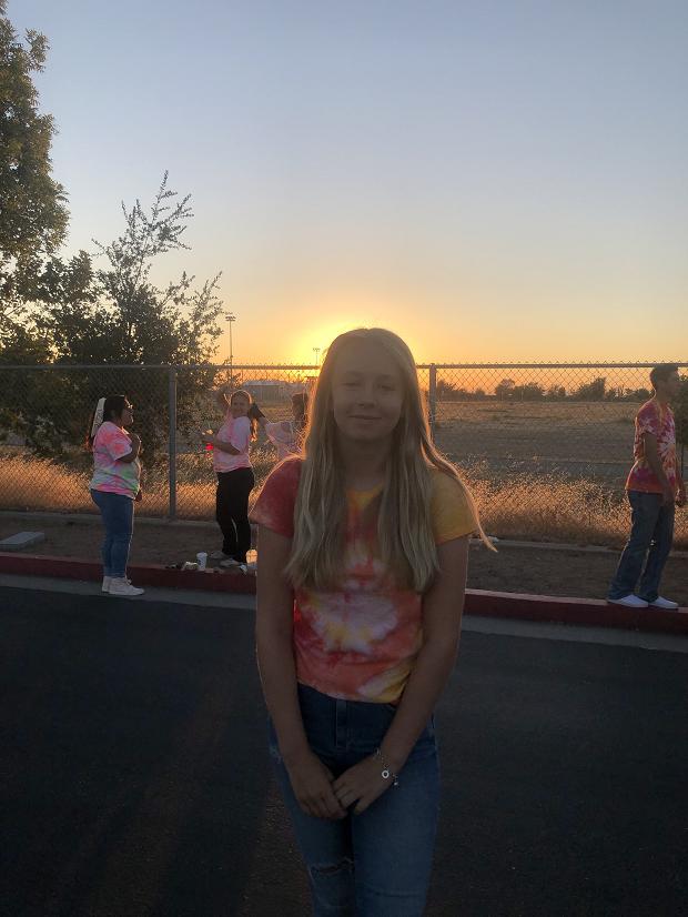 utbytesstudent framför skolgården