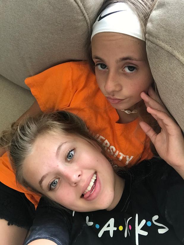 Kompisar i soffan