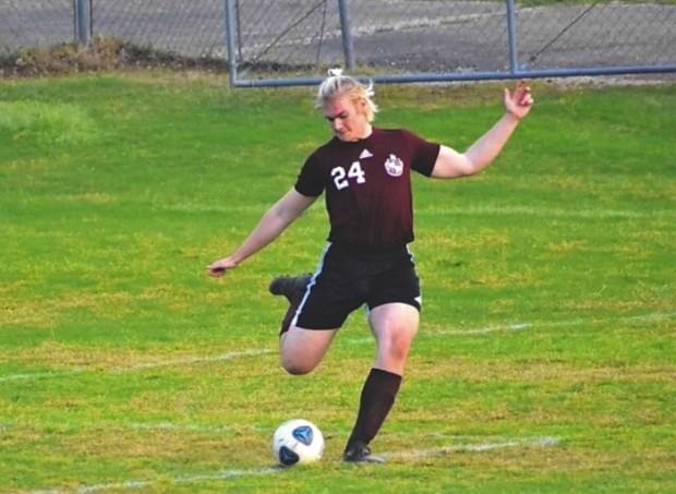 Douglas spelar fotboll