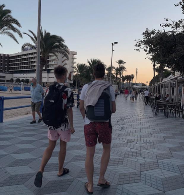 Strandväg i Alicante, Spanien