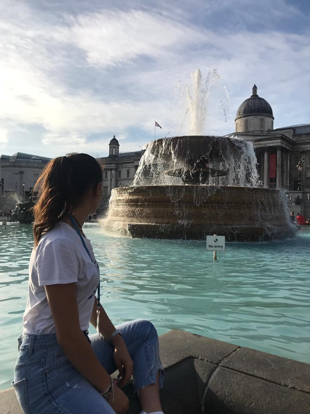 girl trafalgar square