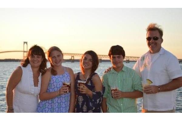 studente vincitrice borsa di studio inps con la sua host family a Boston