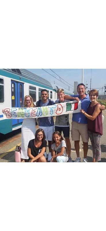 arrivo alla stazione e accoglienza della famiglia italiana