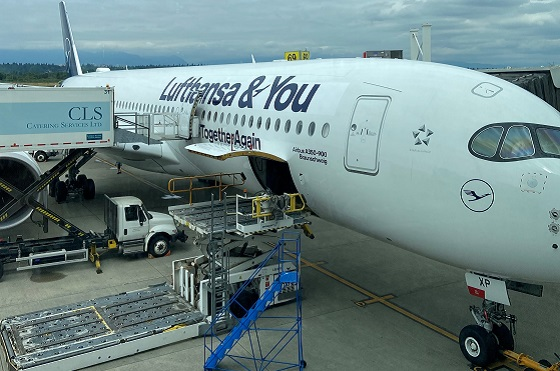 Flugzeug der Lufthansa am Flughafen
