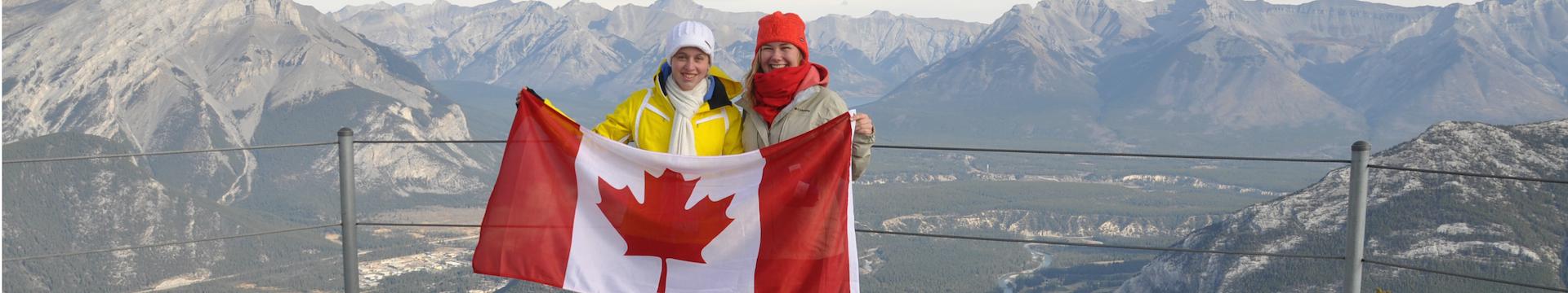 Kanada Ontario Schüler mit Flagge Aussicht schmal