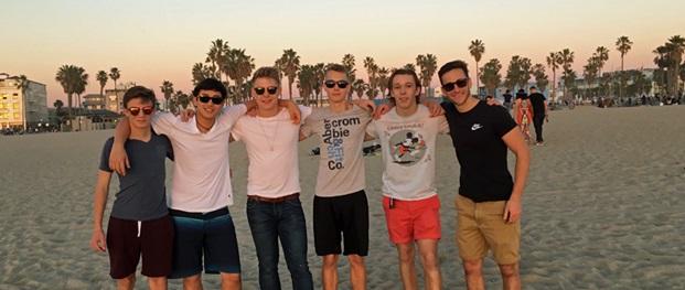 El Camino studenti in spiaggia dopo la scuola