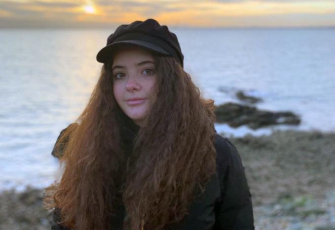 Học sinh Educatius, Gabriella, ngắm hoàng hôn tại bờ biển Ireland